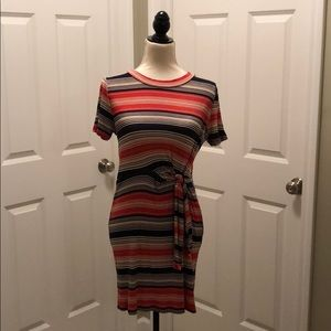 Short sleeve dress with tie waste